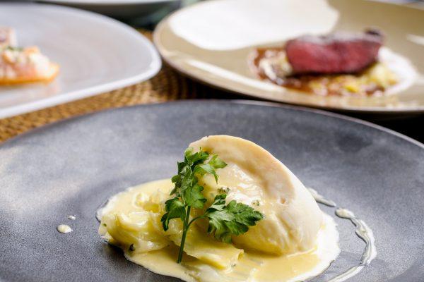 【ドリンクバー付きランチコース】お祝いなどに!シェフ特製の肉料理&魚料理のWメインなどハワイアンフルコース6皿の画像